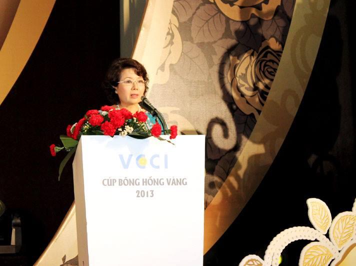 cac-hoat-dong-va-le-trao-giai-nu-doanh-nhan-viet-nam-tieu-bieu-cup-bong-hong-vang-2013-1388-1